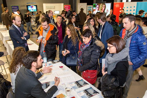 Open Day 2016 - Students and staff from the Faculty of Science, Technology and Communication and the Faculty of Law, Economics and Finance are offering personal advice to prospective students and parents, © Michel Brumat / University of Luxembourg 2016